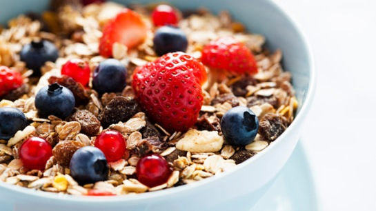 healthy-breakfast-cereal-with-fresh-fruit_640x360